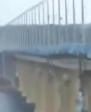 Rusya nın güneyindeki volgograd kentinde rüzgardan esneyerek